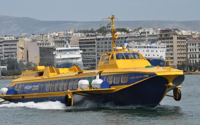 """Μηχανική βλάβη στο Flying Dolphin """"ΑΘΗΝΑ"""" με 143 επιβάτες"""