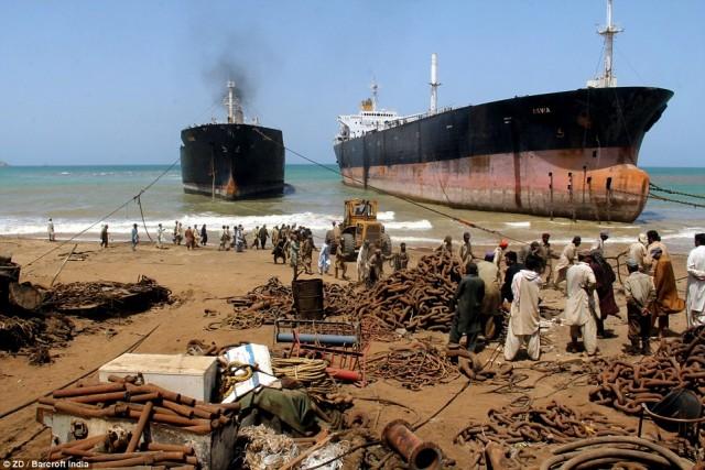 Διαλύσεις πλοίων: Cash Buyers και πλοιοκτήτες εν αναμονή του τελευταίου τριμήνου του έτους