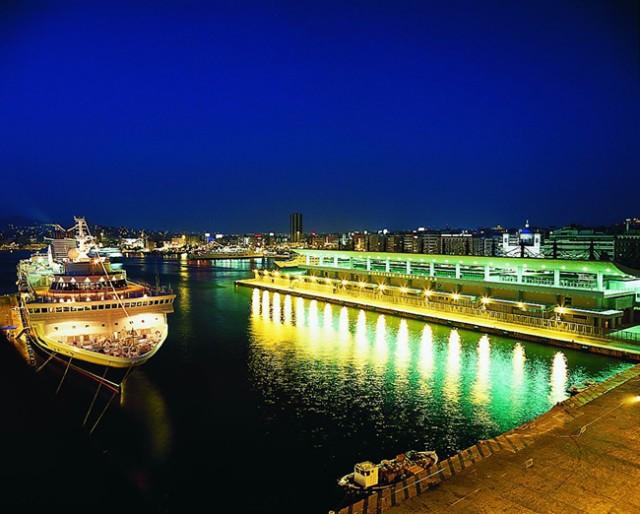 Θεατρική παράσταση στο λιμάνι του Πειραιά