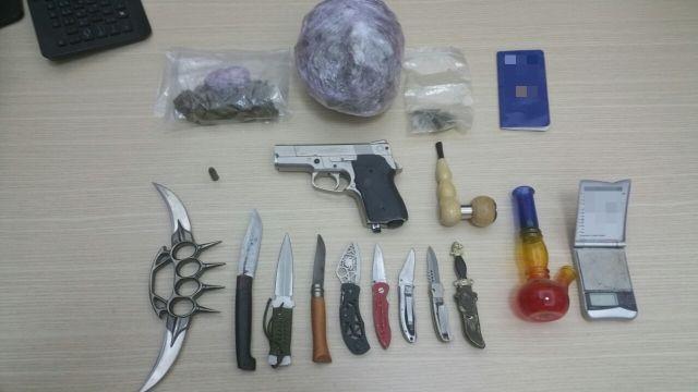 Συλλήψεις για κατοχή ναρκωτικών και όπλων