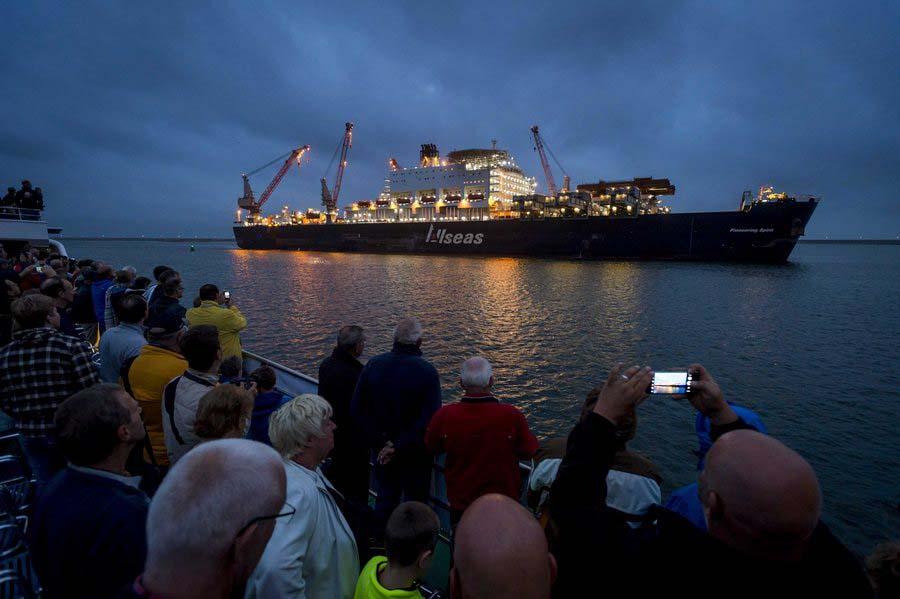 The Pioneering Spirit leaves Rotterdam