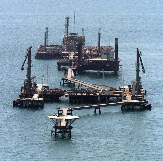 Σε πτωτική πορεία η παραγωγή αργού πετρελαίου στις ΗΠΑ