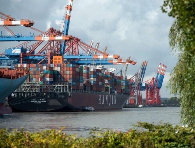 Το πλοίο μεταφοράς εμπορευματοκιβωτίων 'Hanjin Harmony' κατά τη διάρκεια του ελλιμενισμού του στο container terminal 'Eurogate' στο Αμβούργο. Μετά την πρώχευση της Hanjin Shipping, δεν επιτρέπονταν στο πλοίο η προσέγγιση σε οποιοδήποτε λιμάνι. Πηγή ΑΠΕ-ΜΠΕ