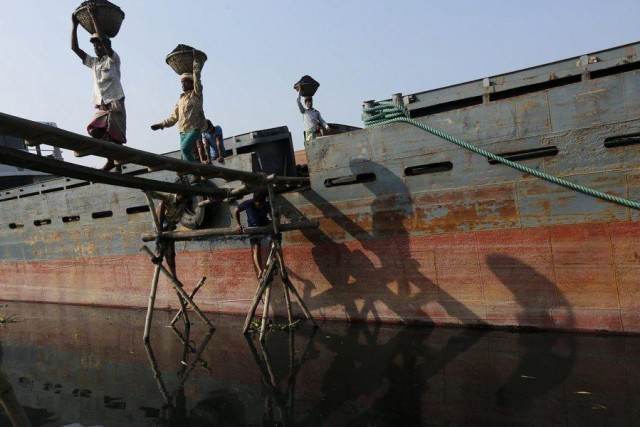 Διαλύσεις πλοίων: Το Πακιστάν, διατηρεί στάση αναμονής και «χτυπάει» ότι περισσεύει από την Ινδία