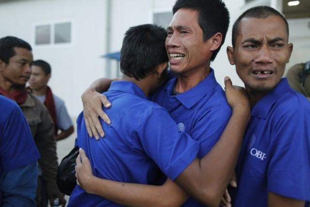 Στιγμιότυπο από την απελευθέρωση 26 ναυτικών με καταγωγή από την Ασία. Οι ναυτικοί βρίσκονταν για σχεδόν τεσσερισήμισι χρόνια, όμηροι στα χέρια Σομαλών πειρατών