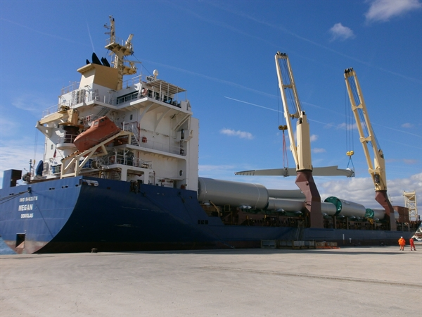 Κυρίαρχος ο ρόλος του λιμένα Αλεξανδρούπολης στην υλοποίηση μεγάλων ενεργειακών έργων (M/V MEGAN C)