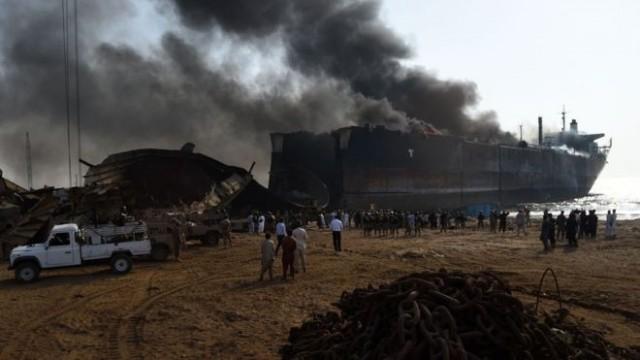 Στιγμιότυπο από έκρηξη σε διαλυτήριο του Πακιστάν.