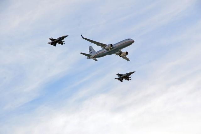 Στιγμιότυπο από τις εντυπωσιακές πτήσεις αεροσκαφών της ΠΑ, της AEGEAN και της Olympic Air στον Φλοίσβο