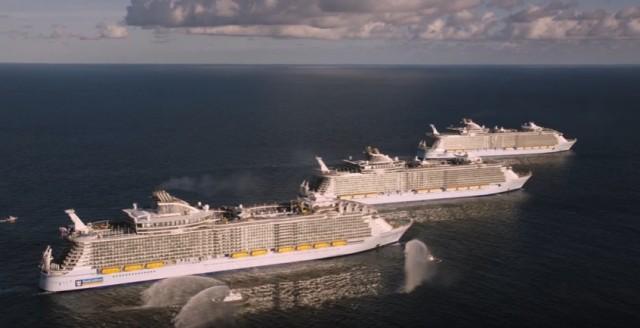 Τρία «αδελφά» κρουαζιερόπλοια της Royal Caribbean International κατηγορίας «Oasis» συναντήθηκαν στα ανοιχτά της Φλόριντα