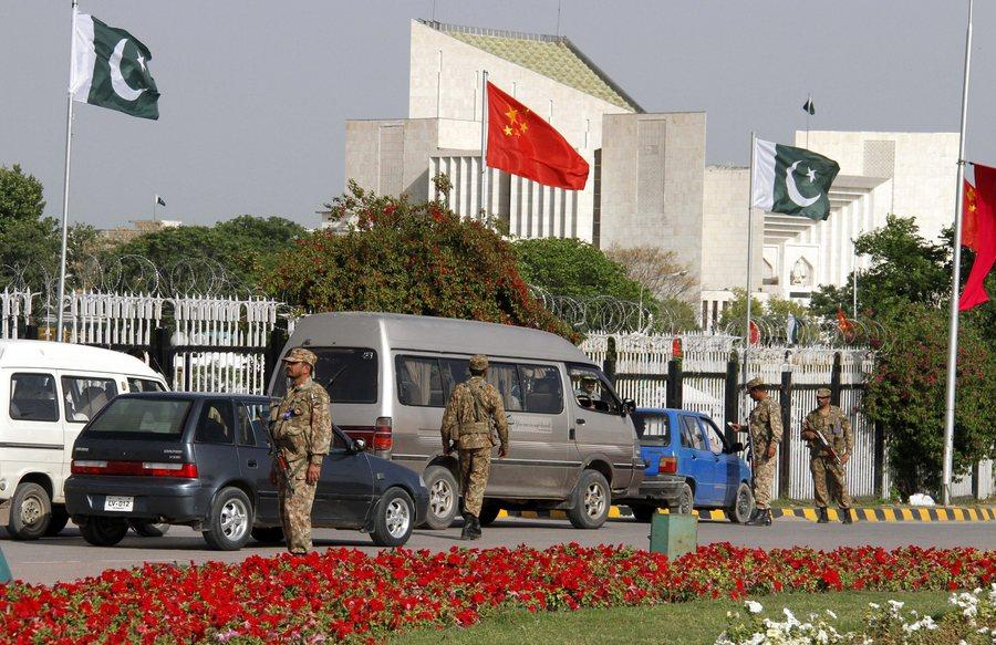 Chinese president arrives in Pakistan for investment talks