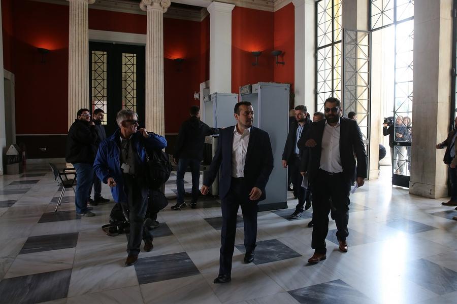 O υπουργός Ψηφιακής Πολιτικής, Τηλεπικοινωνιών και Ενημέρωσης Νίκος Παππάς με τον ΓΓΕΕ Λευτέρη Κρέτσο κατά την επίσκεψή τους στο Ζάππειο Μέγαρο όπου λειτουργεί το κέντρο Τύπου για την επίσκεψη του Προέδρου των ΗΠΑ Μπάρακ Ομπάμα στην Αθήνα.