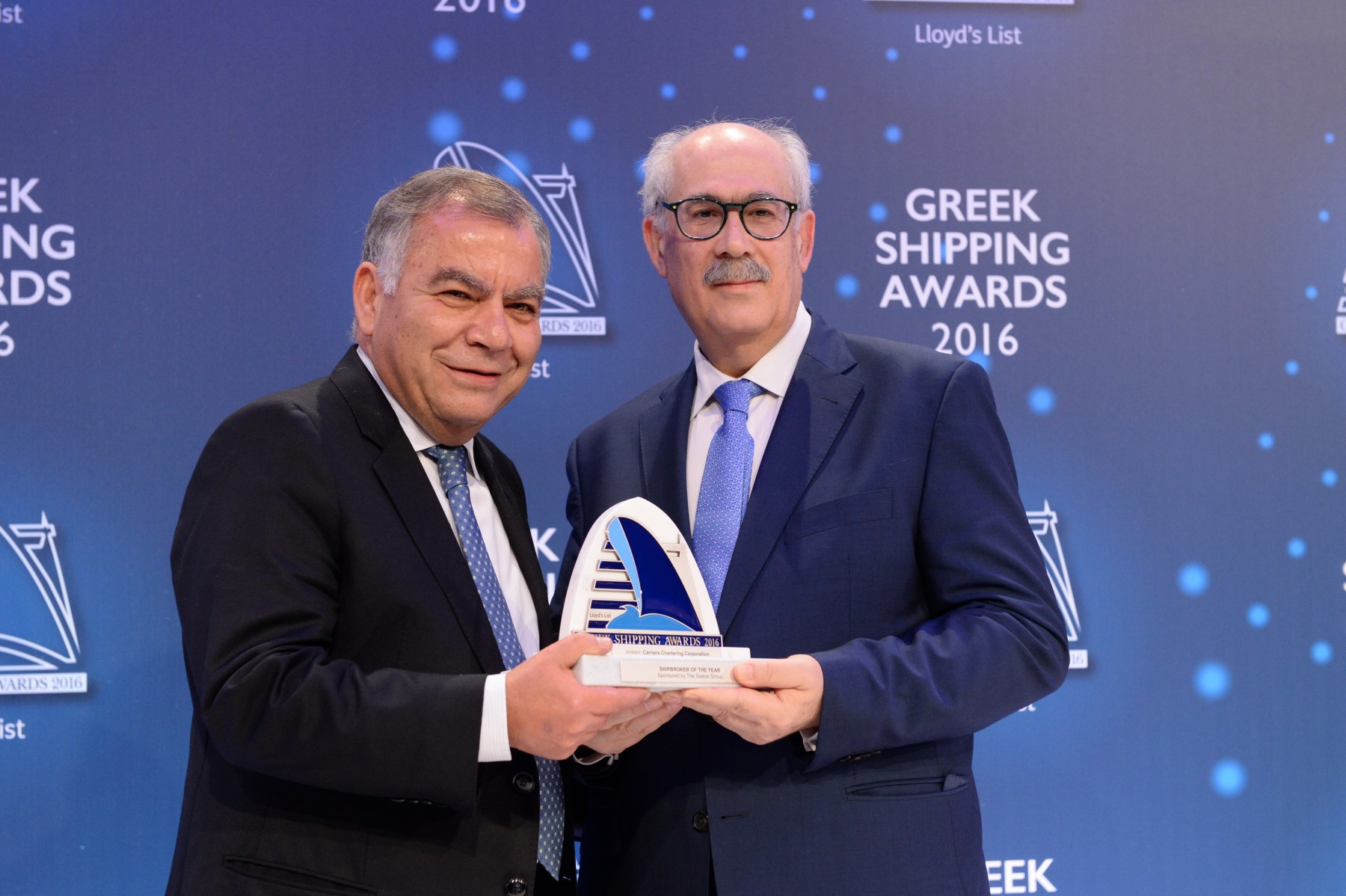 Mr. Takis Christofides of Carriers Chartering Corporation accepting the Shipbroker of the Year Award from Mr. Harry Hajimichael of sponsor The Tsakos Group.
