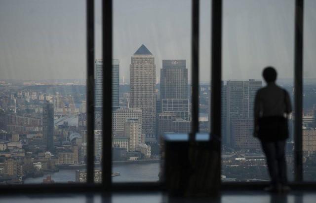 Σε ελεύθερη πτώση η οικονομία της Βρετανίας