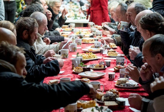 Christmas Eve meeting for poor and homeless in Katowice
