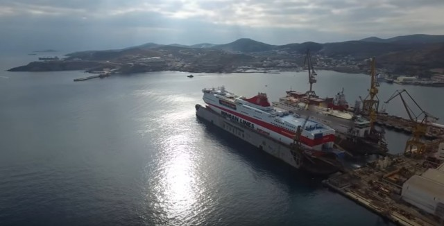 To Festos Palace αναχωρεί από το Νεώριο Σύρου (βίντεο)