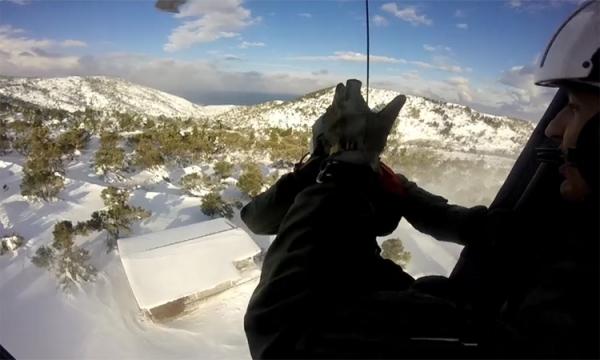Επιστρατεύθηκε ελικόπτερο του Π. Ν., για να σωθούν δύο ασθενείς λόγω της σφοδρής χιονόπτωσης στην Κύμη (βίντεο)