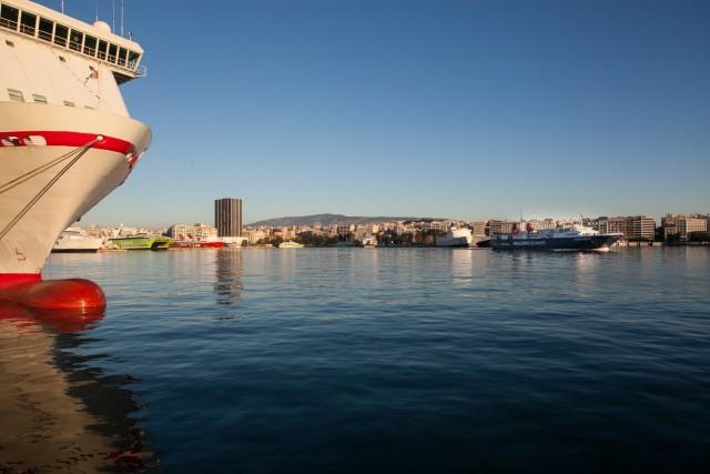 Ηλικιωμένος έπεσε με το αυτοκίνητό του στο λιμάνι του Πειραιά