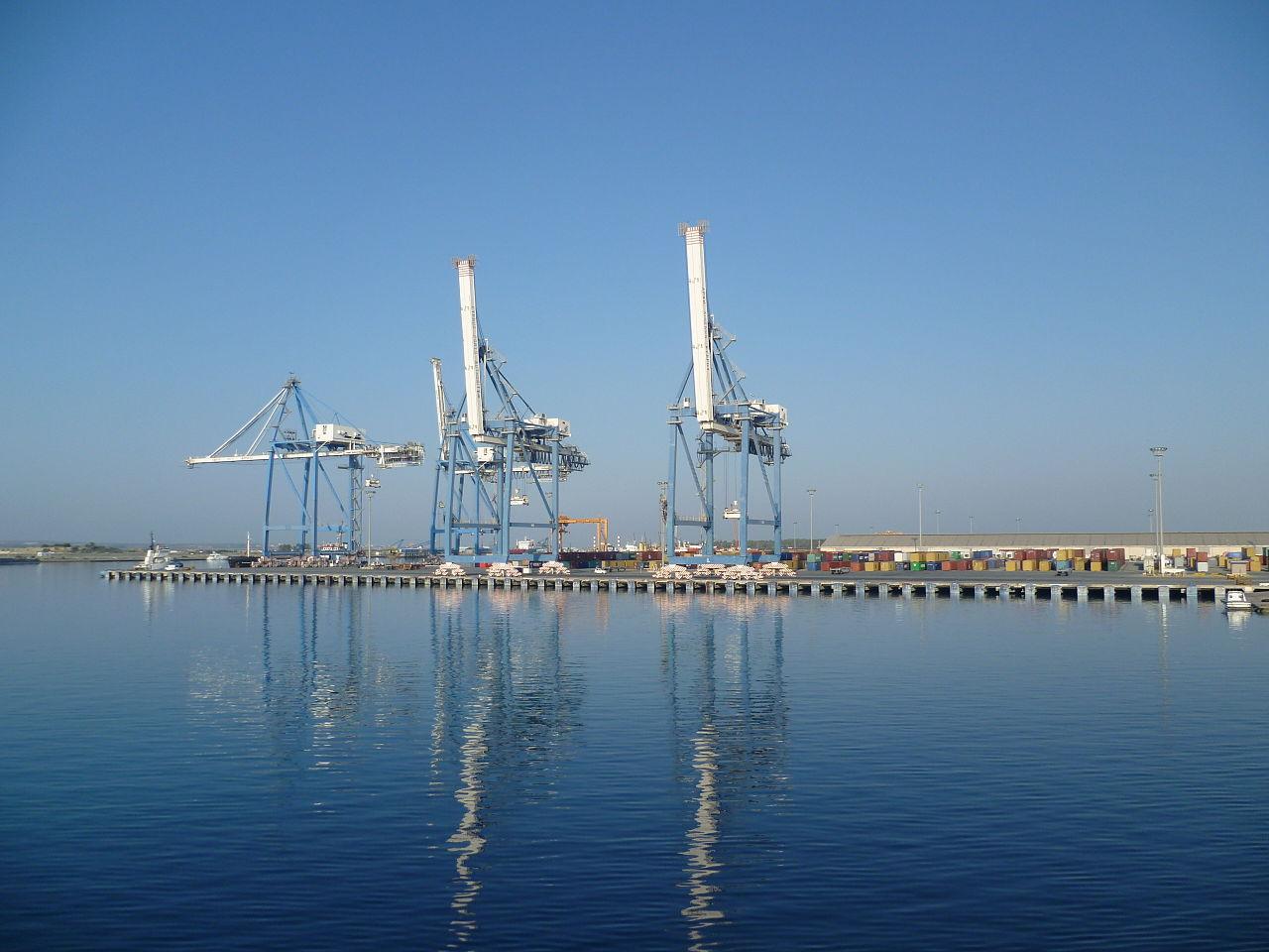 1280px-Cranes_Limassol_Harbour_20110703