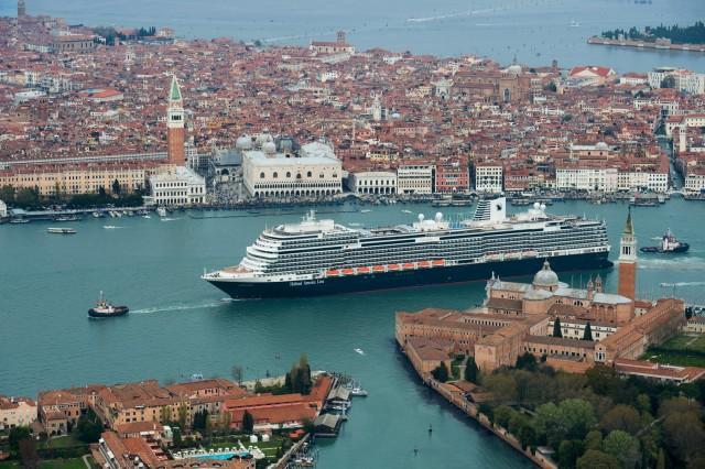 Η Carnival Corporation επενδύει σε φιλικότερα προς το περιβάλλον κρουαζιερόπλοια