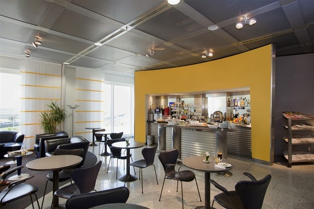 lufthansa_business_lounge_1