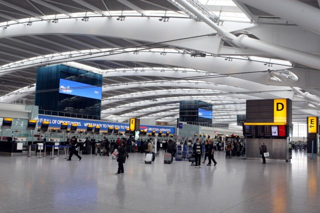 Η Μεγάλη Βρετανία απαγορεύει τη μεταφορά ηλεκτρονικών συσκευών σε ορισμένες πτήσεις της