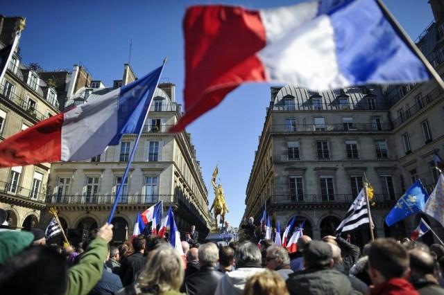 Σε πτώση του ευρώ θα οδηγήσει πιθανή νίκη της Μαρίν Λε Πεν ;