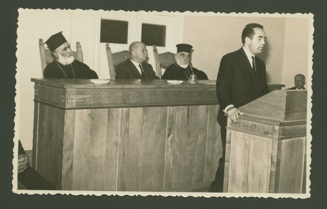 Από την πρώτη συγκέντρωση στα Χανιά στις 21/12/1966 για τη σύσταση επιτροπής ιδρύσεως ναυτικής εταιρίας.Διακρίνεται όρθιος ο οικονομολόγος Ιωάννης Τζαμαριουδάκης και καθιστοί από αριστερά, ο Μητροπολίτης Κισάμου & Σελίνου Ειρηναίος Γαλανάκης, ο Δήμαρχος Χανίων Στέφανος Λεκανίδης και ο Μητροπολίτης Κυδωνίας & Αποκορώνου Νικηφόρος Συντζανάκης