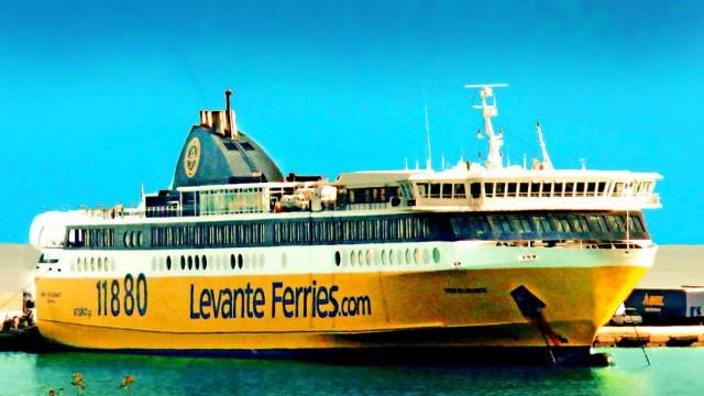 Σύλληψη πλοιάρχου για μεταφορά υπεράριθμων επιβατών