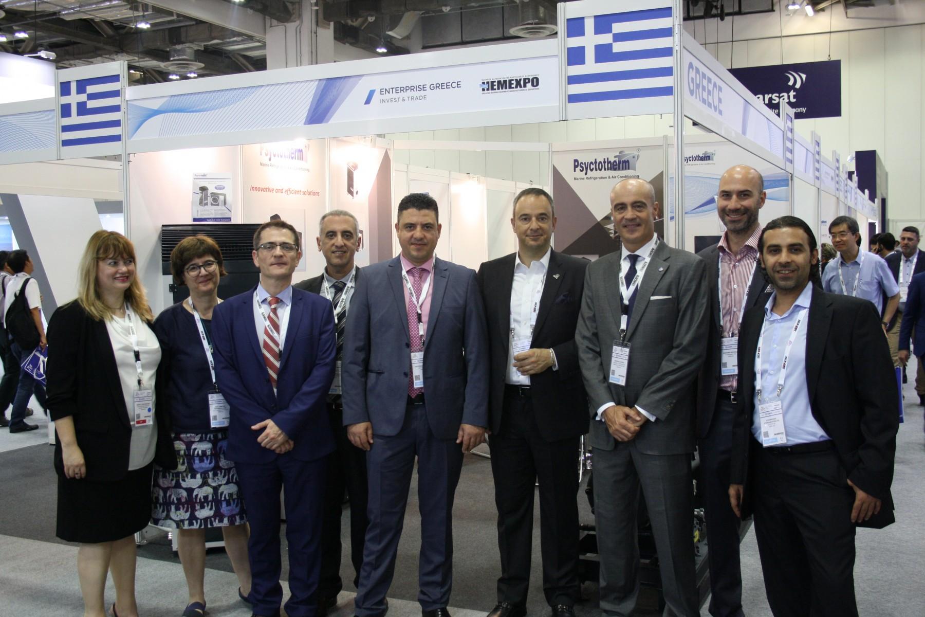 Ο Γενικός Πρόξενος της Ελλάδας στη Σιγκαπούρη, Ανδρέας Γκόγκος με μέλη της ελληνικής αποστολής