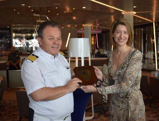 ο πλοίαρχος κ. Αναστασίου Ιωάννης  με τη Manager Στρατηγικού Σχεδιασμού & Μάρκετινγκ ΟΛΠ ΑΕ κα Θεοδώρα Ρήγα.