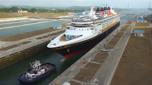 Η νέα διώρυγα του Παναμά υποδέχτηκε το πρώτο κρουαζιερόπλοιο