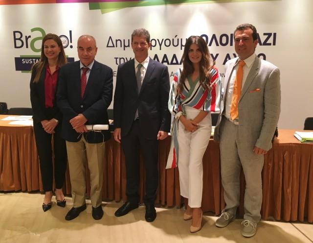 Από αριστερά προς δεξιά: Κα Ελένη Πολυχρονοπούλου, Εκτελεστική Αντιπρόεδρος, κ. Ιωάννης Πολυχρονόπουλος, Πρόεδρος και Διευθύνων Σύμβουλος, κ. Δρ. Βασίλειος Μαμαλούκας-Φραγκούλης, Διευθυντής Τμήματος Προστασίας Θαλασσίου Περιβάλλοντος, κα Ειρήνη Βιτσαρά, Υπεύθυνη Μάρκετινγκ & Επικοινωνίας & κ. Γεώργιος Αρτεμάκης, Τοπογράφος Μηχανικός Ε.Μ.Π., Τμήμα Προστασίας Θαλασσίου Περιβάλλοντος της ΤΠΠ Α.Ε.
