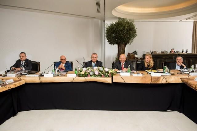 Από αριστερά προς τα δεξιά: Didier Bouttier, Καπτ. Παναγιώτης N. Τσάκος, Philippe Donche-Gay, Γιώργος Προκοπίου, Paillette Palaiologou και Γεώργιος Δαλακούρας