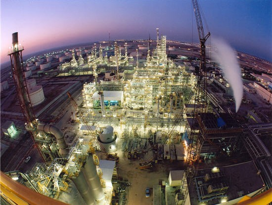 Ο έντονος ανταγωνισμός οδηγεί την Qatar Petroleum σε συνέργειες