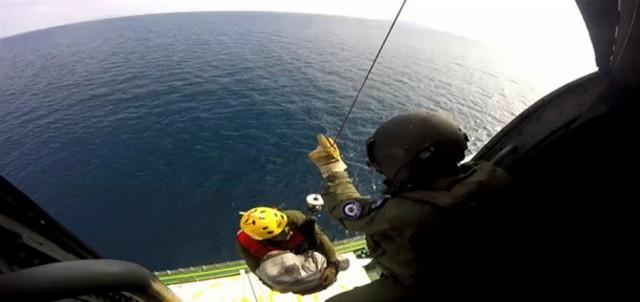 Μεταφορά ασθενούς από δεξαμενόπλοιο με Ελικόπτερο του ΠΝ
