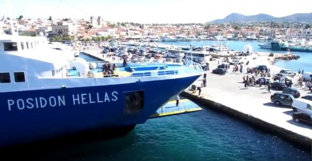 Σύγκρουση δύο επιβατηγών πλοίων στο λιμάνι της Αίγινας χωρίς τραυματισμούς