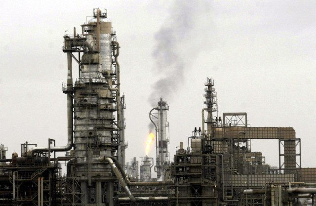 Συμφωνία για μείωση παραγωγής πετρελαίου και σε χώρες εκτός OPEC
