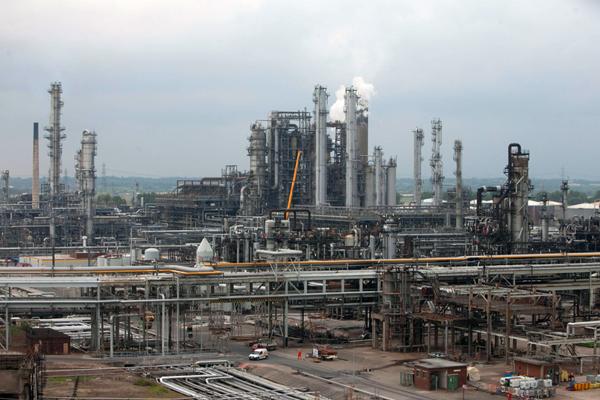 Rosneft και Trafigura διεισδύουν στην ινδική αγορά πετρελαίου