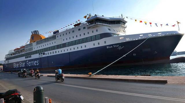 Προσάραξε στην είσοδο του λιμανιού της Ίου το Blue Star Patmos