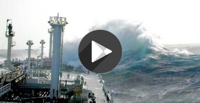 Πλοία στο έλεος του τυφώνα Χάρβεϊ