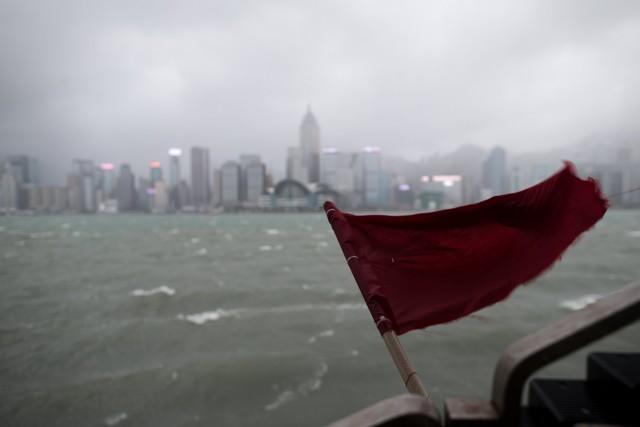 """Η ναυτιλία αντιμέτωπη με ακραίους τυφώνες που """"χτυπούν"""" Ασία και Αμερική"""