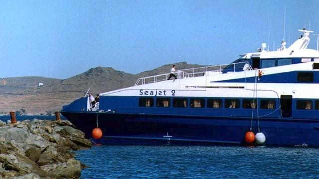 Το «Seajet 2» προσέκρουσε στο λιμάνι της Σίφνου