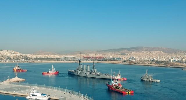 Το Θωρηκτό Αβέρωφ πλέει για το λιμάνι της Θεσσαλονίκης