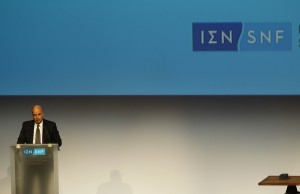 O πρόεδρος του Διοικητικού Συμβουλίου του κοινωφελούς Ιδρύματος Σταύρος Νιάρχος, Ανδρέας Δρακόπουλος, κατά την τελετή παράδοσης του  (ΚΠΙΣΝ) στο Δημόσιο