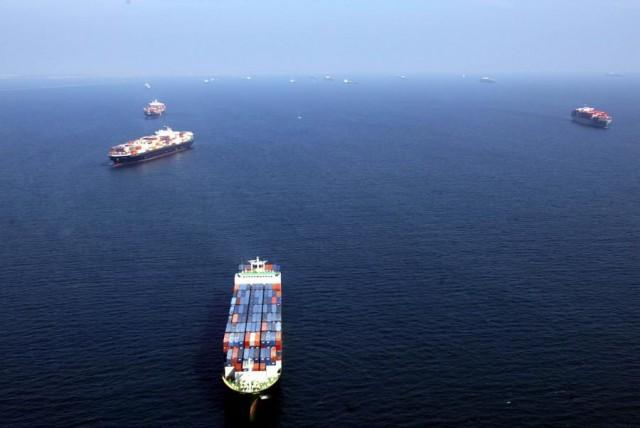 Σε πτώση οι ναύλοι στα containerships