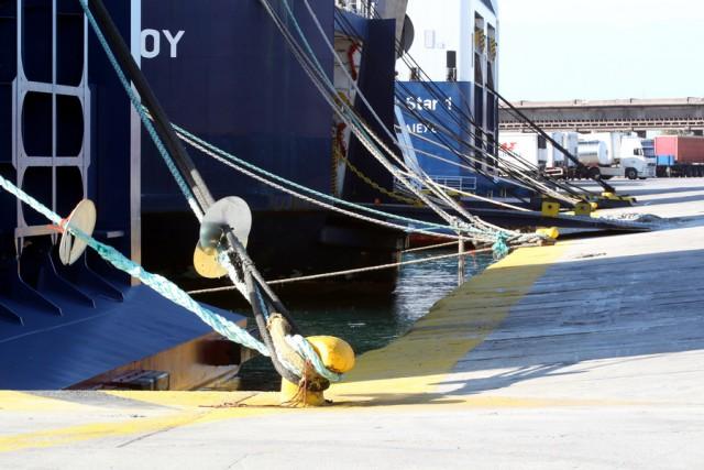 Ακινητοποιημένα τα πλοία σε όλα τα λιμάνια της χώρας