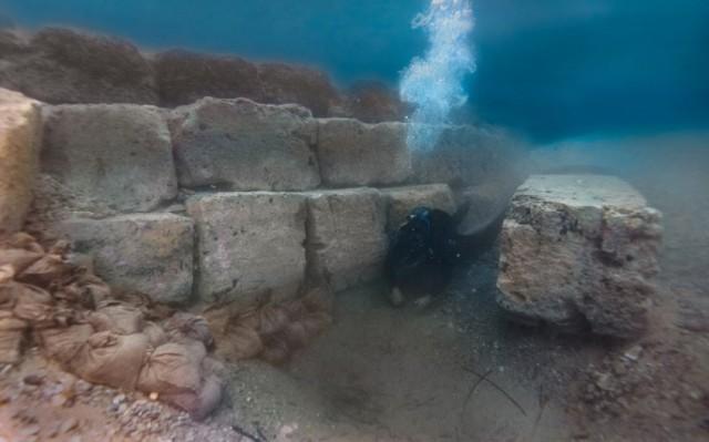 Εντυπωσιακές εικόνες από τον αρχαίο λιμένα της Κορίνθου
