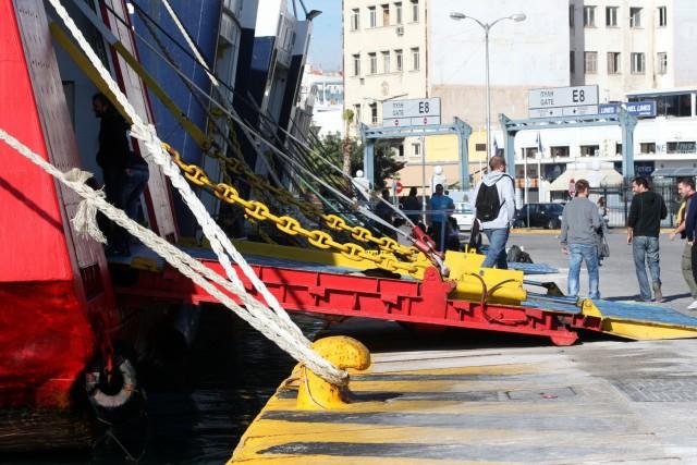 Σε νέα 24ωρη πανελλαδική απεργία προχωρούν οι ναυτεργάτες