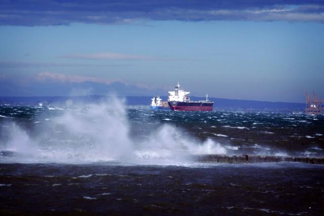 Παροπλισμένο πλοίο παρασύρθηκε από τους ανέμους
