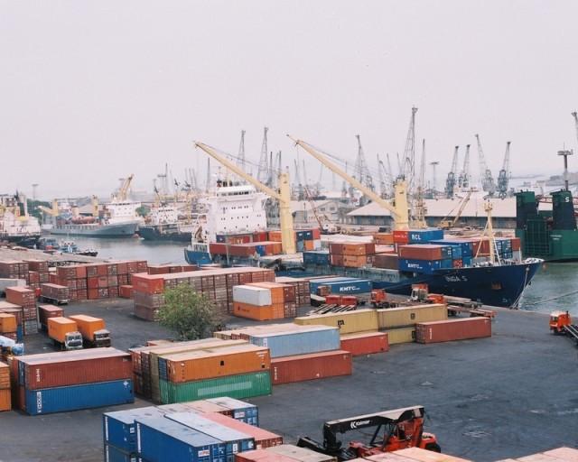 Υπερανάπτυξη του εμπορίου και των μεταφορών από και προς την ινδική χερσόνησο